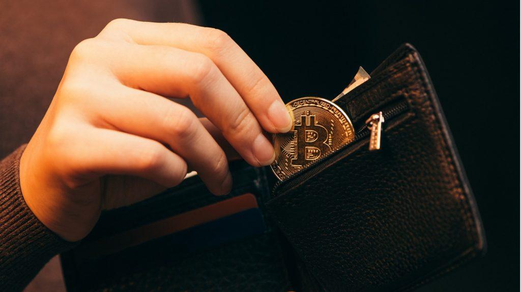 Инвестиране в криптовалутата биткойн.