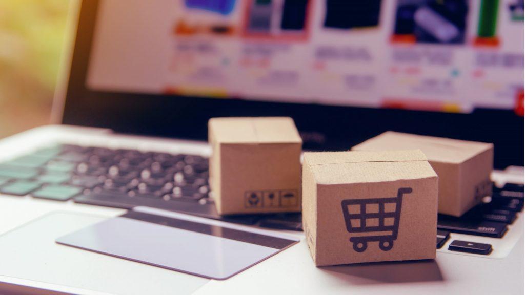 Печелене на пари от вкъщи от онлайн търговия чрез бизнес модела дропшипинг.